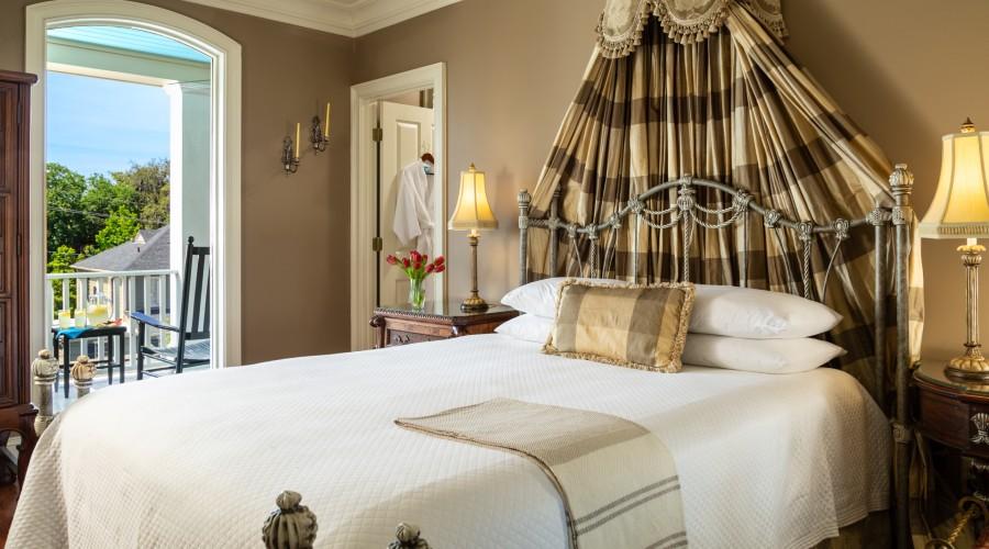 romantic guest room at Savannah inn